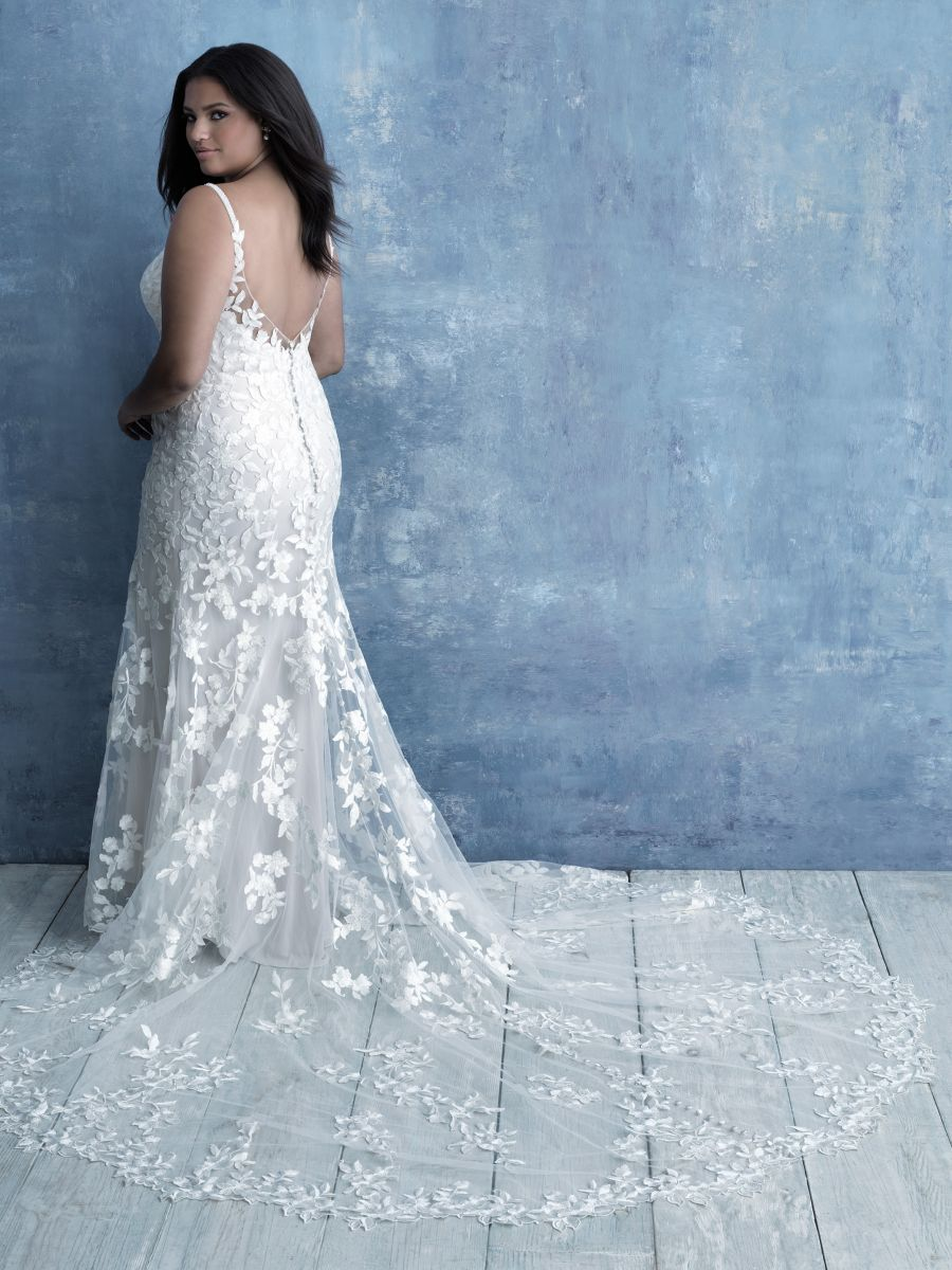W465 Allure woman plus size collection lace fitted dress with low back detail.